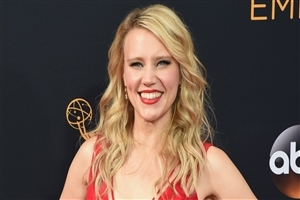 American Actress Kate McKinnon Cute Smile HD Wallpapers